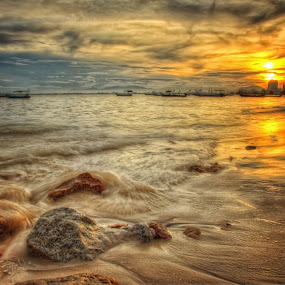 Sunrise of Gurney Beach by Nixȫn Ɲixon - Landscapes Waterscapes ( sunrise of gurney beach )