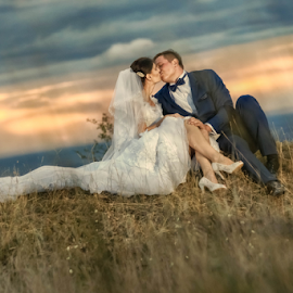 Kiss in the sunset by Vasiliu Leonard - Wedding Bride & Groom ( fotograf nunta iasi, wedding, luxmariaj, bride, groom, vasiliu leonard )