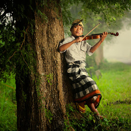play violin by Haris Fallin - Babies & Children Children Candids ( child, bali, indonesia, children, traditional, kids, portrait )