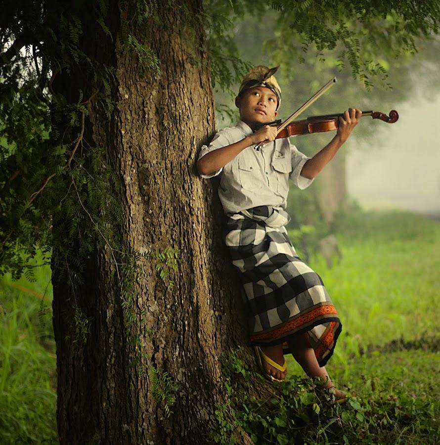 play violin by Haris Fallin - Babies & Children Children Candids ( child, bali, indonesia, children, traditional, kids, portrait )
