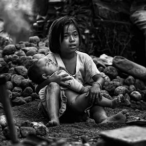 Menjaga Adik by Adhii Motorku - Babies & Children Children Candids ( black and white )