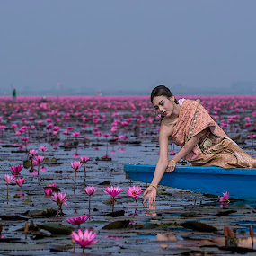 Beauty of water lilies by Crispin Lee - People Portraits of Women