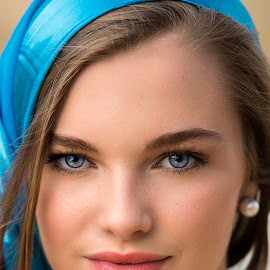 Eyes of Blue by Sylvester Fourroux - People Portraits of Women