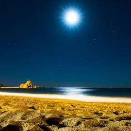 Riva Trigoso by Night by Fabio Latorre - Landscapes Beaches ( moon, compact camera, liguria, riva trigoso, night, genova, beach )