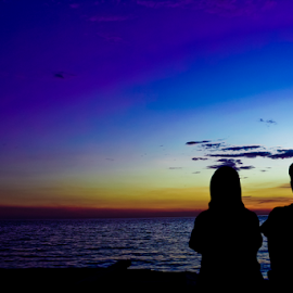 Enjoy sunset by Puang Malla Lambardo - People Couples