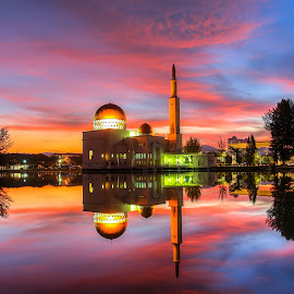 masjid as-salam by IshOne Nawi - City,  Street & Park  Night ( muslim, building, mosque, architecture, seascape, travel, education, landscape, photography, holiday, sky, sunset, pray, sunrise )