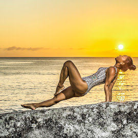 Anna Mazur - Sunrise in Ilhota Beach by Rqserra Henrique - People Portraits of Women ( brazil, woman, rqserra, rock, colorfull, beach, sunrise, yoga, sun )