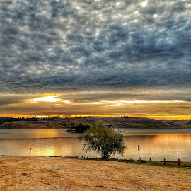 Reservoir by Feona Green-Puttock - Instagram & Mobile Android ( water )