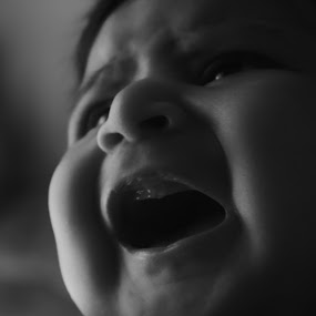 Kuhu by Tanmoy Debnath - Babies & Children Babies ( potrait, sweet, girl, infant, baby, cute, black ad white, newborn, kid )