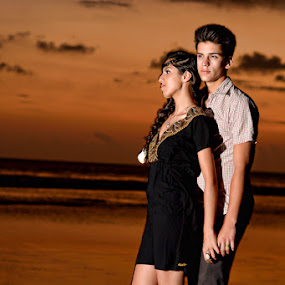 romantic sunset by Hendri Suhandi - People High School Seniors ( sunset, couple )
