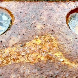 Rusty eyes by Eirin Hansen - Abstract Macro