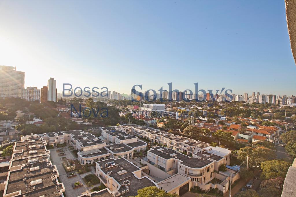 Vista 180 graus do skyline com por do sol relaxante!