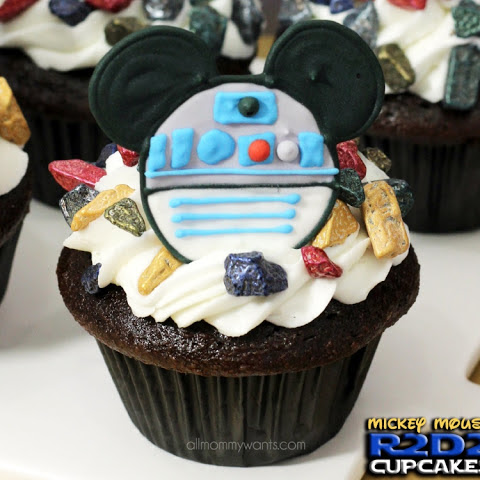 Mickey Mouse Star Wars R2D2 Cupcakes With Printable Templates