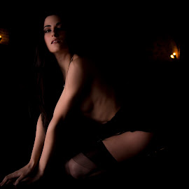 Light and shadow by Alessandro Menafra - Nudes & Boudoir Boudoir ( glamour, girl, darkness, light )