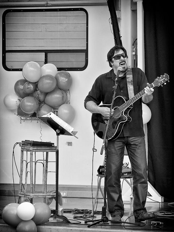 Balloon Man by Scott Hemenway - People Musicians & Entertainers
