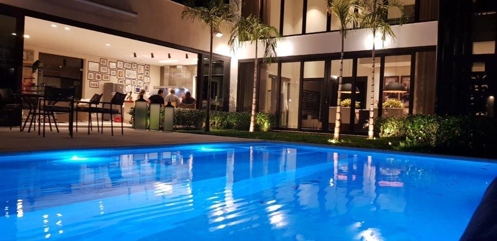 Casa em condomínio fechado de alto padrão, acabamento de luxo, design moderno 515m² piscina,varanda gourmet 5 suítes, piscina e 6 vagas.