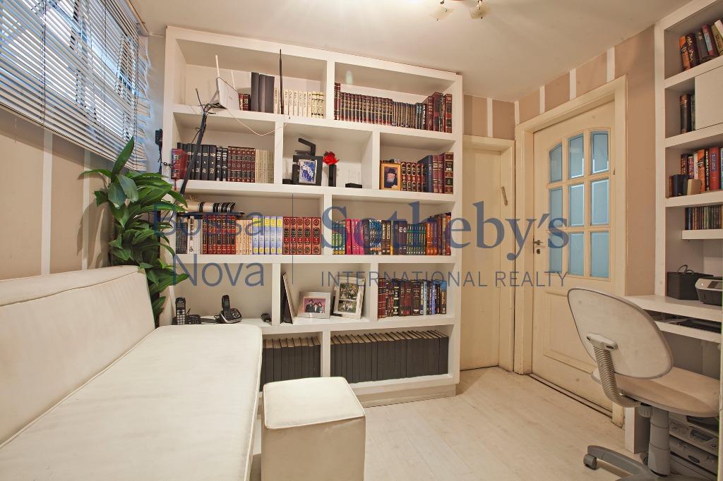 Apartamento espaçoso e bem localizado