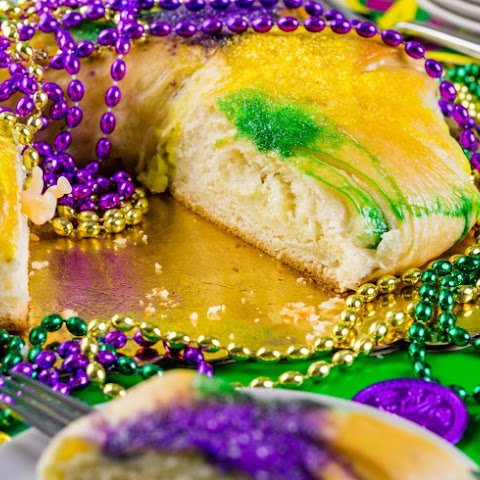 Crescent Roll King Cake With Cream Cheese-Cinnamon Filling