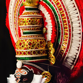 The Face Of The Chronicler-7 by Vijayanand Kandasamy - People Musicians & Entertainers ( face, dance form, kathakali dancer, traditional dance, kerala, painted faces, colours, face colours, colour, kerala traditional dance, tradition, kathakali dance, dance, dancer, kathakali )