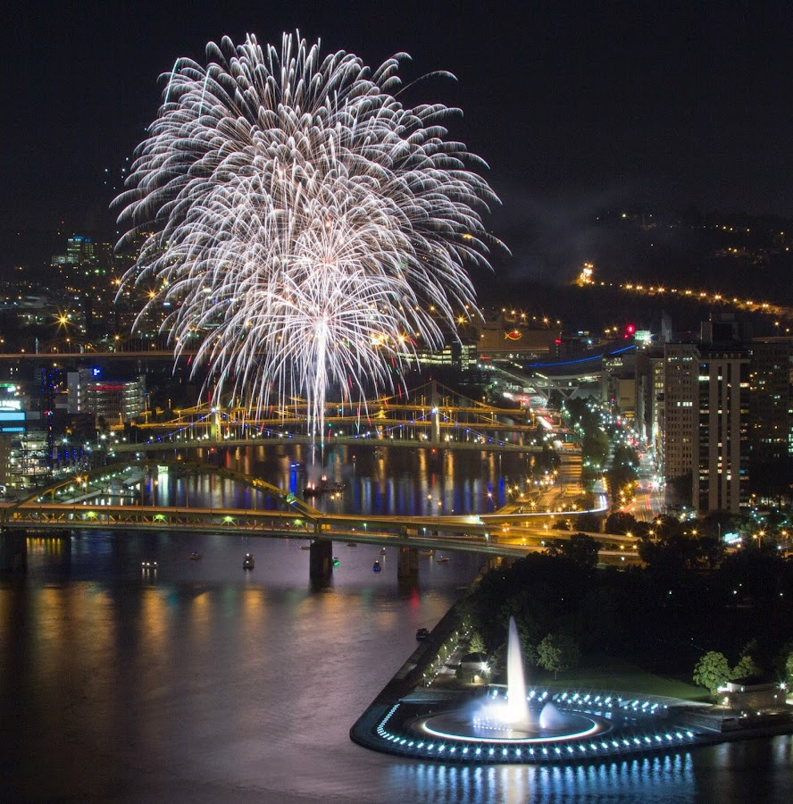by Daniel Decker - Public Holidays July 4th ( pittsburgh, boats, fountain, fireworks, night, bridge, party, downtown, river )