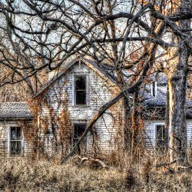 spooky house in joco.jpg