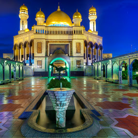 Jame'Asr Hassanil Bolkiah Mosque by Mohamad Sa'at Haji Mokim - Buildings & Architecture Public & Historical