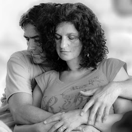 Embrace by Fotósok és Fotómodellek F.Tom - People Couples ( love, b&w, ftom, soul, embrace, moments, couples,  )