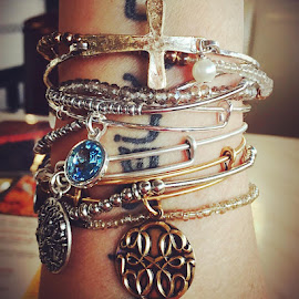 New jewelry = happy thoughts #simpleblissliving #blessed #alexandani #pisces #miami by Lisa Hernandez - Instagram & Mobile iPhone