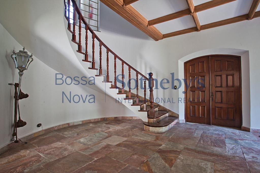 Casa clássica com muito espaço