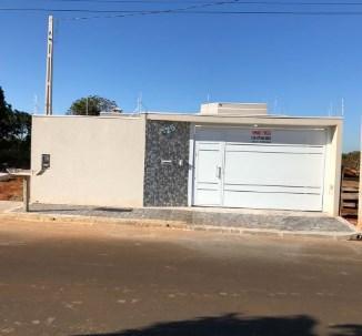 Casa com 3 dormitórios à venda por R$ 848.000