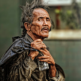 Street Photography by Juan Magbubukid - People Portraits of Men