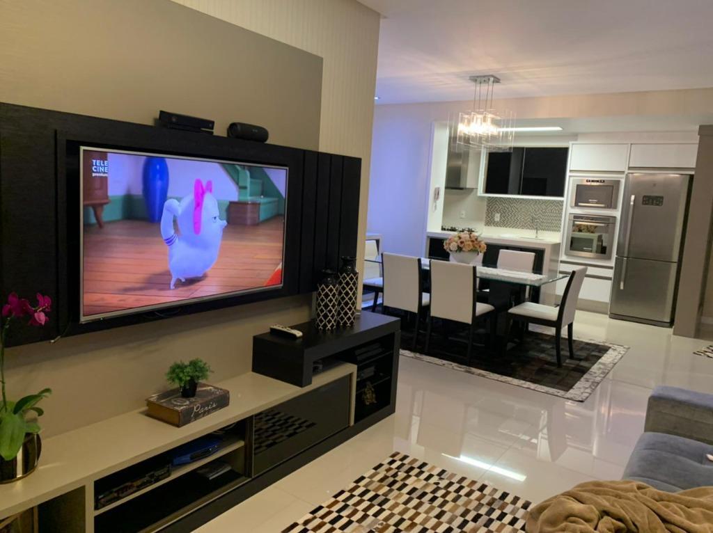 Apartamento finamente mobiliado com 3 dormitórios sendo uma suite à venda, 122 m² por R$ 490.000 - Universitário - Tijucas/SC