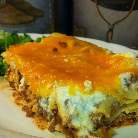 Cheesy Noodle Meat Bake