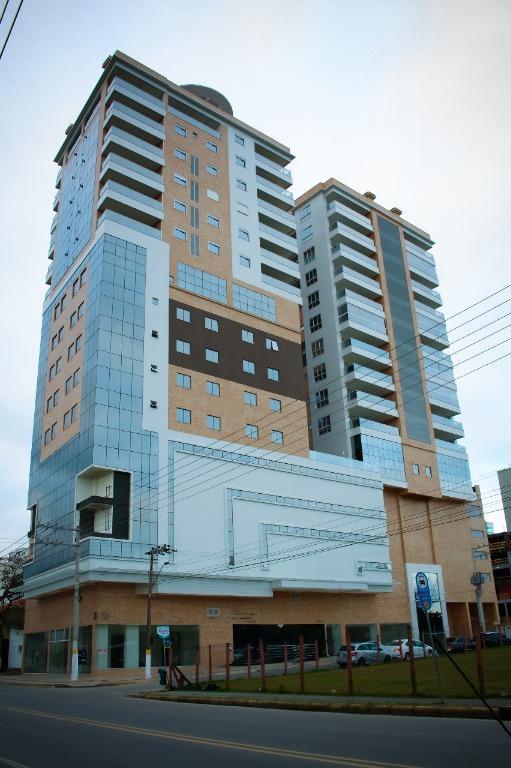 Sala comercial para venda e locação, Meia Praia, Itapema.