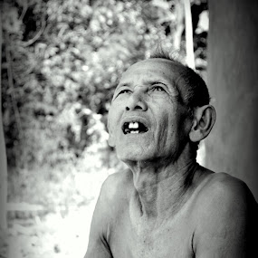 old uncle by Hery Muhendra - People Portraits of Men ( old, bw, candid, weak, uncle )