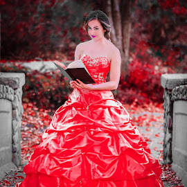 The red queen by Tayyeb Mubarik - People Fashion ( love, glamour, model, red, photograph, dress, woman, beautiful, lovely, beauty, modelling, photography )