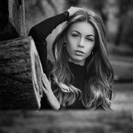 Mercédesz by Jozef Kiss - Black & White Portraits & People ( mercedesz, gorgeous, black and white, beautiful, jozefkiss, beauty, portrait )