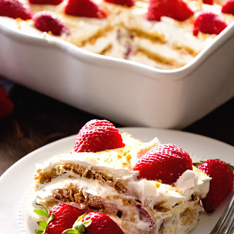 No Bake Strawberry Cheesecake Icebox Cake