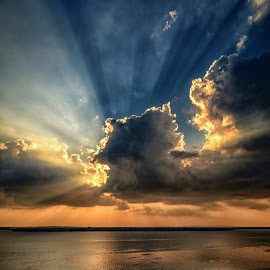 Cloudy sunset with ROL by Dot-dee Aryanto - Landscapes Cloud Formations ( clouds, sky, sunset, ray of light, cloudscape, landscape )