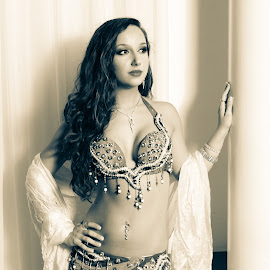 Hollywood Glamour by Ben, Instagram: @bgrantphotos - Novices Only Portraits & People ( glamour, my1eye, hollywood, bellydancer, portrait )