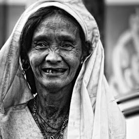 sita by Juan Magbubukid - People Portraits of Women