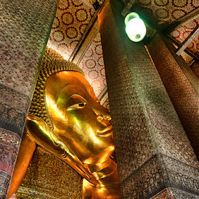 Sleeping Budha by Gema Goeyardi - Buildings & Architecture Statues & Monuments ( bangkok, budha, statue )