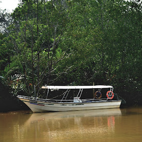 Alone by Mohd Khairil Hisham Mohd Ashaari - Transportation Boats ( transportation, boat, river,  )