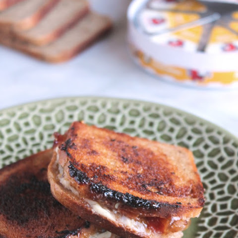 BACON, FIG & ASIAGO GRILLED CHEESE SANDWICH MINIS