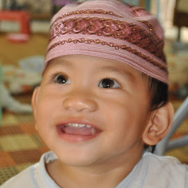 Smile by Mohd Khairil Hisham Mohd Ashaari - Babies & Children Child Portraits ( potrait, children, kid, happy, smile,  )
