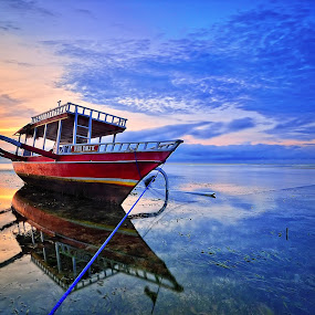 last sunrise by Herry Suwondo - Transportation Boats ( bali, sanur, beach, sunrise, boat )