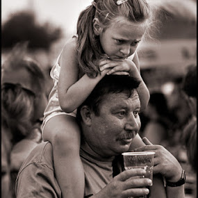 Dad by Dmitry Ryzhkov - Babies & Children Children Candids ( http://500px.com/dmitryzhkov )