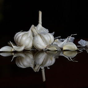 Artistict object. by Sofia Zaman - Artistic Objects Still Life ( garlic, spice, food, shadow, white, natural )