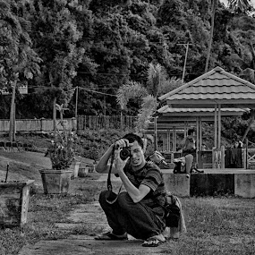 beginner photographer style in the park landing soekarno by Arif Cubenk - City,  Street & Park  City Parks ( pwcbenches )