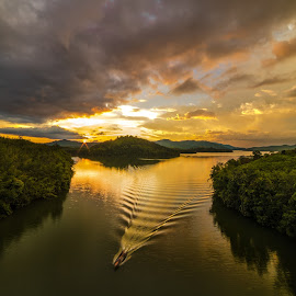 BERIS LAKE, SIK, KEDAH, MALAYSIAN by Suhaimi Yahaya - Uncategorized All Uncategorized
